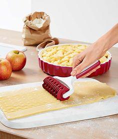 Sütési kiegészítők otthonába - Most online a Tchibo-nál! Apple Pie, Desserts, Food, Meal, Deserts, Essen, Apple Pies, Hoods, Dessert