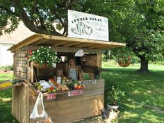 Roadside stand that could easily be made out of pallets.