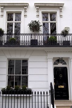 Bond James Bond 30 Wellington Square London- The purported home address of the literary James Bond was the first floor 30 Wellington Square Chelsea. London Townhouse, London Apartment, London House, White Apartment, Exterior Design, Interior And Exterior, Classic House, House Goals, My Dream Home
