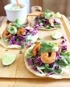 Shrimp tostadas with jalapeno avocado sauce. #shrimpboat #jalapeño #avocado #sauce http://www.runningtothekitchen.com/spicy-shrimp-tostadas-with-jalapeno-avocado-sauce/ ❤️