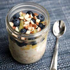 Θέλεις να ξεκινήσεις τη μέρα σου με ένα πρωινό που όχι μόνο είναι υγιεινό αλλά και θα σου εξασφαλίσει επίπεδη κοιλιά; Ετοίμασε από το προηγούμενο βράδυ αυτή...