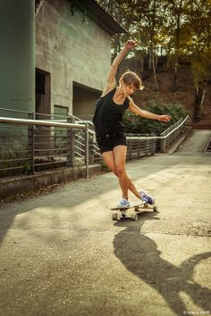 Xenia Iwanowa - there are so many ways to feel free and longboarding is one of them! Skater Girl Style, Skater Girl Outfits, Swag Outfits For Girls, Skates, Skate Extreme, Skate Photos, Water Surfing, Surfboard Fins, Skate Girl