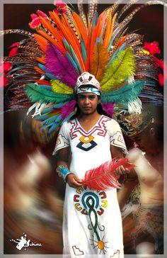 https://flic.kr/p/5D5SzN | Danzante, penacho, colors, desenfoque, mexico, azteca