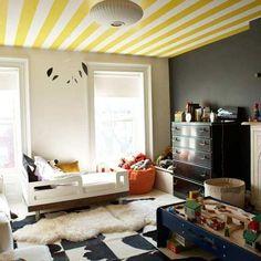 Descubre ideas para decorar tu hogar con papeles pintados y telas. Dale un toque diferente.   http://reformasobrasmad.com/ideas-para-decorar-con-papeles-y-telas/