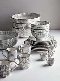 Dine in style with sleek furniture, elegant dinnerware and unique storage for your dining room or kitchen. Eclectic Dinnerware Sets, Grey Dinnerware, Cute Kitchen, Kitchen Items, Home Decor Kitchen, Kitchen Furniture, Kitchen Tools, Kitchen Utilities, Everyday Dishes