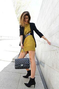 #fridaynight  #goldendress #vestidodorado #blackblazer #streetstyle #chanel #chanelbag #chanel255 #louisvuitton #LVbelt #thehighville