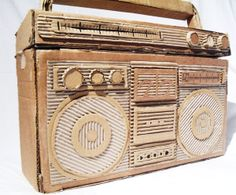 Cartón Cardboard Sculpture, Cardboard Crafts, Paper Crafts, Cardboard Camera, 3d Art Projects, School Projects, Diy Boombox, Paper Structure, Sculpture Lessons