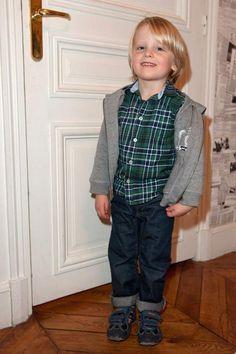 Valentin, le fils de Clem, a bien grandi. Lucie Lucas, Vest, Portraits, Star, Movies, Jackets, Season 3, Beginning Sounds, Sons