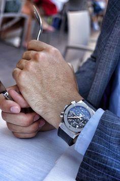 Luxurious Men Watch