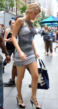 "Blake Lively – Leggy Candids on ""Gossip Girl"" Set Tall Women, Sexy Women, Blake Lively Style, Beautiful Legs, Mode Style, Gossip Girl, Belle Photo, Sexy Legs, Sexy Dresses"
