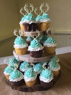 Baby boy shower cup cakes - gender reveal and baby shower - Kuchen Baby Shower Cupcakes For Boy, Cupcakes For Boys, Boy Baby Shower Themes, Arrow Baby Shower, Baby Shower Camo, Hunting Baby Showers, Deer Baby Showers, Baby Shower Kuchen, Baby Boys