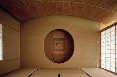 花屋敷の家|横内敏人建築設計事務所 Japanese Modern, Japanese Aesthetic, Japanese Interior, Japanese House, Japanese Design, Architecture Design, Japanese Architecture, Tatami Room, Hanging Paintings