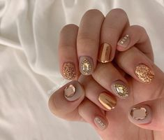 UV gel: the good tips for choosing it - My Nails Diamond Nails, Gold Nails, Glitter Nails, Square Nail Designs, Nail Art Designs, Cute Nails, My Nails, Short Red Nails, Natural Nail Designs