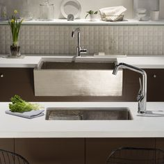 Artisan Kitchen Sinks And Faucets – High Quality Fixtures For A Beautiful Kitchen High quality kitchen fixtures by Artisan to fit the budget. Best Kitchen Sinks, Farmhouse Sink Kitchen, Copper Kitchen, Kitchen And Bath, Rustic Kitchen, Kitchen Fixtures, Plumbing Fixtures, Stainless Steel Apron Sink, Artisan Kitchen