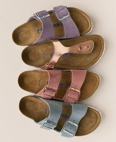 Adoring these classic Birkenstock sandals in a variety of cute spring colors. – TeensGotCents Adoring these classic Birkenstock sandals in a variety of cute spring colors. Adoring these classic Birkenstock sandals in a variety of cute spring colors. Sock Shoes, Cute Shoes, Me Too Shoes, Shoe Boots, Slide Sandals, Shoes Sandals, Flat Sandals, Fashion Mode, Latest Fashion