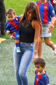 Football Couples, God Of Football, Football Players, Football Fans, Antonella Messi, Fc Barcelona, Lionel Messi Barcelona, Antonella Roccuzzo, Leonel Messi