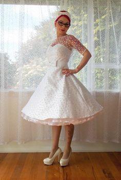 Robe de mariée courte avec talons hauts pour mariage rockabilly