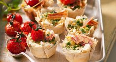 Filo tarts with goat's cheese, peas and crispy pancetta: Go for gold with this winning combo – layers of pastry and an oh-so scrummy filling, all topped off with plump baked tomatoes. Muffin Pan Recipes, Savoury Baking, Good Enough To Eat, Appetisers, Finger Foods, Appetizer Recipes, Kids Meals, Great Recipes, Tarts