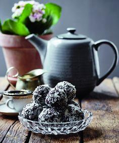Sunde kokoskugler Christmas Goodies, Christmas Time, Bliss Balls, Muesli, Tea Pots, Recipies, Gluten Free, Healthy Recipes, Chocolate