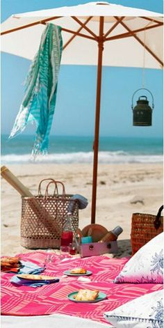 Picnic on the beach. Must have umbrellas and picnic blankets available at beach shack Beach Picnic, Summer Picnic, Summer Fun, Summer Time, Beach Lunch, Happy Summer, Nova Trento, Ibiza, Playa Beach