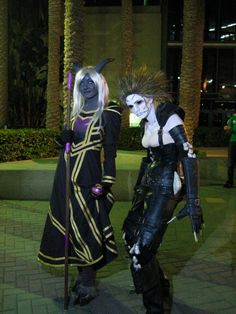 World of WarCraft: Draenei and Undead cosplay - Love this undead cosplay!