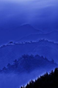 voyagevisuelle:    Amazing Landscape over Takeda Castle in Hyogo, Japan