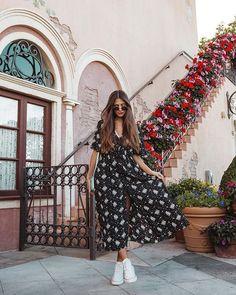 #lookdodia no Epcot com esse vestido, que vira quimono também. Nos pés, all star branco. Amo vestido com tênis. Instagram: @viihrocha Pink Outfits, Summer Outfits, Italy Outfits, Foto Fashion, Victoria, Estilo Retro, Moda Plus Size, Outfit Goals, Traditional Dresses
