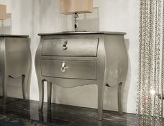Nella Vetrina - Hyllos Beautiful silver bombay dresser