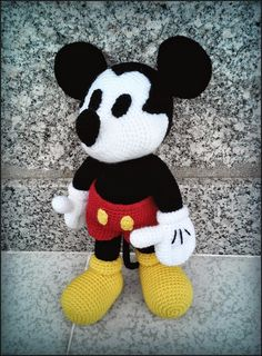 Handmade livery: Mickey Mouse amigurumi - free pattern in Italian : Handmade livery: Mickey Mouse amigurumi – free pattern in Italian Crochet Disney, Crochet Mickey Mouse, Crochet Amigurumi Free Patterns, Crochet Dolls, Crochet Baby, Knitting Patterns, Amigurumi Doll, Stuffed Toys Patterns, Crochet Animals