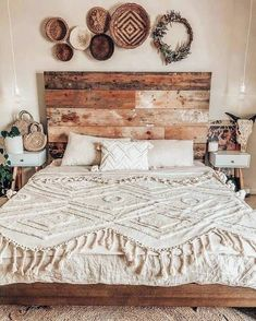 Design Trend for Boho Bedroom Ideas Bohemian Bedroom Decor Bedroom Boho Design Ideas Trend Comfy Bedroom, Small Room Bedroom, Home Decor Bedroom, Modern Bedroom, Bedroom Wall, Bedroom Ideas, Bedroom Designs, Small Rooms, Small Spaces
