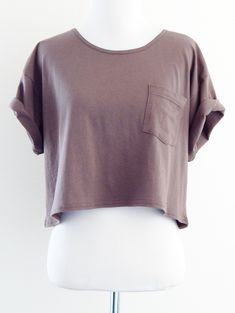 The essential boxy crop top featuring a front mini pocket. Wear with sleeves rolled up or left down.
