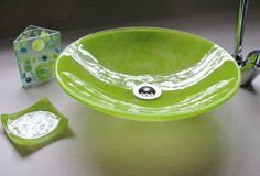 Bachas de vidrio verdes y accesorios Slumped Glass, Fused Glass, Blown Glass, Stained Concrete, Stained Glass, Glass Fire Pit, Stucco Homes, House On Stilts, Glass Sink