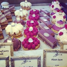 New Desserts French Patisserie France 61 Ideas Mini Desserts, Beaux Desserts, Delicious Desserts, Dessert Recipes, London Dessert, French Patisserie, Raspberry Cake, Beautiful Desserts, Cupcakes