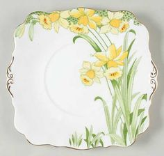 Daffodils by Royal Standard! recently acquired this delightful cake plate Vintage Dishware, Vintage Dishes, Vintage China, Pansies, Daffodils, Month Flowers, Yellow Cottage, Pottery Plates, Spring Sign