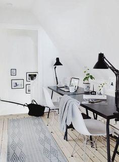 Stunning 39 Cozy Monochrome Home Office Decor Ideas https://toparchitecture.net/2018/04/03/39-cozy-monochrome-home-office-decor-ideas/