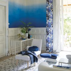 Designers Guild Saraille wallpaper in Cobalt from the Marquisette Wallpaper Collection Living Room Styles, New Living Room, Living Room Designs, Bohemian Living Rooms, Bohemian House, Spotty Wallpaper, Designers Guild Wallpaper, Scenic Wallpaper, Paint Colors For Living Room