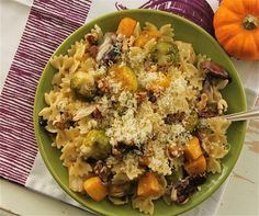 Looks yummy! Roasted Autumn Vegetable Pasta with Sage Browned Butter (Foodtastic Mom) www.MyDSWA.org