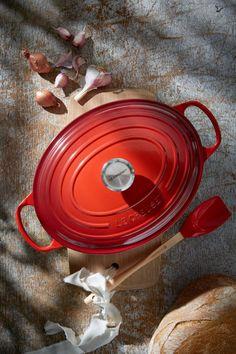 Le Creuset Signature Ovale Braad/Stoofpan Ø 27 cm Kitchen Cookware Sets, Cocotte Le Creuset, Roasting Pan, Dutch Oven, Cool Kitchens, Cast Iron, Stoneware, Branding Design, Kitchens