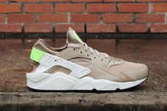 We take a detailed first look at the Desert Camo Huarache. Coming 20th May.  http://ift.tt/1oubhJ1