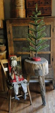 Olde Pear Primitives My next end tables Primitive Christmas Decorating, Primitive Country Christmas, Primitive Santa, Cabin Christmas, Christmas Past, Rustic Christmas, Simple Christmas, Vintage Christmas, Christmas Crafts