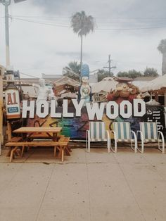 HOLLYWOOD, Laura Carignan