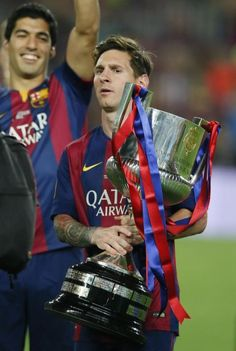 Messi with Copa del Rey Lionel Messi Barcelona, Barcelona Football, Fc Barcelona, Lionel Messi Wallpapers, God Of Football, Athletic, Psg, Soccer Players, Manchester United
