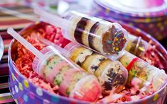 Push pop cake: o docinho lindo e delicioso que vai arrasar na sua festa como decoração na mesa de doces. Todos vão querer experimentar!