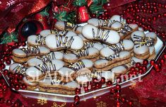 Hančiny (nejen) sladké recepty a fotografie. Ornament Wreath, Ornaments, Sweets, Wreaths, Baking, Decor, Decoration, Gummi Candy, Door Wreaths