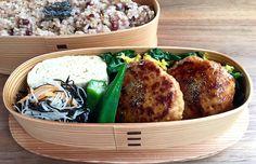 鶏バーグ、出汁巻き、あらb(人参)、おくら地漬け、菠薐草菊花浸し、小豆玄米320g