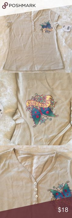 """NEW SANDY HNLY D GIRL-SIZE SMALL CHILD TOP NEW SANDY HNLY D GIRL-SIZE SMALL CHILD-TOP-MAIN COLOR TAN-PULL-OVER-BUTTERFLY DESIGN WITH THE WORDS DADDY'S GIRL-100% COTTON-ARMHOLE DISTANCE IS ABOUT  13 1/2""""-LENGTH IS ABOUT 17 1/2"""" Sandy Hnly D Girl  Shirts & Tops Tees - Short Sleeve"""