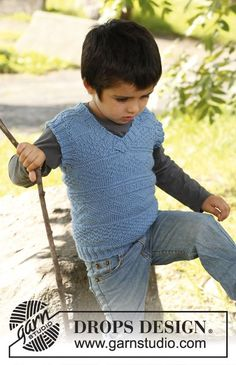 Luca - Knitted vest with textured pattern and v-neck, in DROPS Karisma. Size children 3 to 12 years. - Free pattern by DROPS Design Knitting Patterns Boys, Knitting For Kids, Crochet For Kids, Free Knitting, Baby Knitting, Knit Crochet, Drops Design, Toddler Vest, Knit Vest Pattern