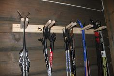 Ski rack for oppbevaring & Ski rack & Tiltre Scandinavian Cabin, Ski Lodge Decor, Ski Rack, Building A Cabin, Mountain Cottage, Garage Interior, Modern Kitchen Design, Cabin Interiors, Cabin Homes