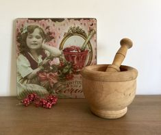 Houten vijzel met stamper vintage | Gereserveerd | Provence Brocante Mortar And Pestle, Provence, Vintage, Vintage Comics, Aix En Provence
