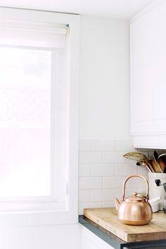 This brass pot in the home of Nathiya Prathnadi Home Interior, Kitchen Interior, Interior And Exterior, Kitchen Design, Kitchen Decor, Interior Decorating, Interior Design, Kitchen Styling, Bright Kitchens